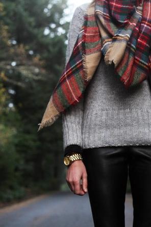 black skinnies / grey sweater / plaid