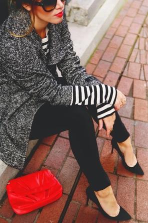 stripes / textured coat / black skinnies + heels / bright bag