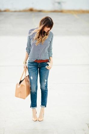 patterned blouse / cognac belt / rolled denim / beige bag + heels