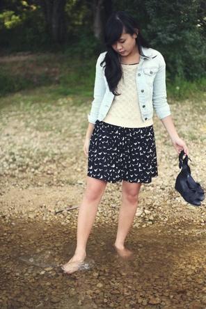 black + white skirt / cream sweater / denim jacket