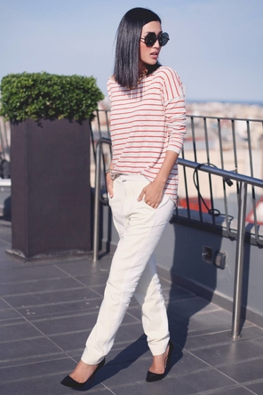 white denim or pants / red stripes / black heels