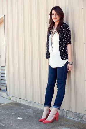 white top / polka dots / rolled denim / red heels